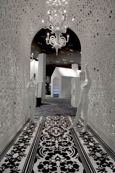 Designer Marcel Wanders has completed the interior of fashion store Villa Moda in Bahrain - ELLE Décor, NL. Genius Designer!!