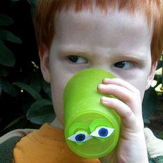 Preschool snack cups for April Fools. Peek-A-Boo Cup Instructions Preschool Snacks, Preschool Class, Preschool Themes, Activities For Kids, April Fools Pranks, April Fools Day, Class Snacks, Pranks For Kids, Cup Crafts