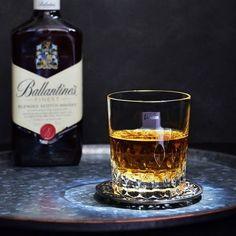 映り込みを減らして綺麗にグラスを撮る方法♥光を操る【#魅せる写真 #料理写真を綺麗に】 Cocktail Recipes, Cocktails, Drinks, Whiskey Bottle, Food, Craft Cocktails, Drinking, Beverages, Essen