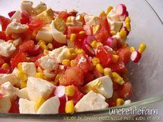 Salade de tomate mozzarella maïs radis et oeuf - Une petite faim Fruit Salad, Salsa, Ethnic Recipes, Warm Color Palettes, Kitchens, Sun, Recipes, Fruit Salads, Salsa Music
