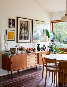 Inside the architect-designed home of Jessica Tremp and Michael Madden in Victoria's Macedon Ranges. My Living Room, Living Spaces, Mid Century Modern Decor, Mid Century Rustic, Mid Century Modern Living Room, Midcentury Modern, Inspired Homes, Home Decor Inspiration, Home Accessories