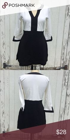 """WHBM Stretchy Mini Dress or Tunic Sz S White House Black Market black and white stretchy Tunic or mini dress - 3/4 length sleeves and slots up each side( 4""""). Total length  28.5"""". In excellent condition. Sz small White House Black Market Dresses Mini"""