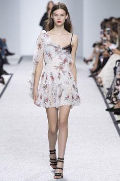 Giambattista Valli   Spring 2017 Ready-to-Wear collection   RTW Fashion   Model: Sara Dijkink