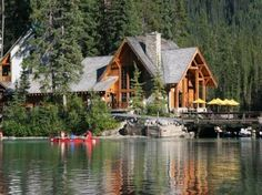 Lodge on a lake. A wooden lodge on a lake shore. Lake Cabins, Cabins And Cottages, Mountain Cabins, Lake Cottage, Cottage Living, Cabin Homes, Log Homes, Parcs Canada, Wooden Lodges
