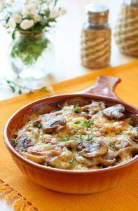 Gratin de pommes de terre aux champignons - Potato and mushroom gratin - French Cuisine - Veggie Recipes, Vegetarian Recipes, Cooking Recipes, Healthy Recipes, Quiches, I Foods, Food Inspiration, Love Food, Food And Drink