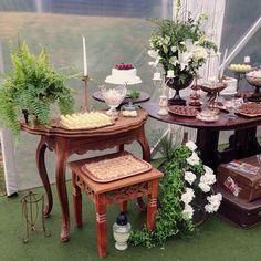 A mesa dos doces de outro ângulo!  #weddingdecor #bohowedding #mesadosdoces #asfloristasdecor #weddinginspiration #locacaodemoveis #mobiliarioparaeventos