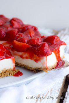 Holunder-Cheesecake mit Erdbeeren