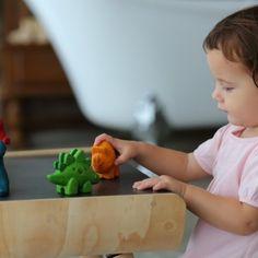 De dino heeft een eigen kleur en zo kan je leerzaam met het speelgoed om gaan samen met je peuter.De houten diertjes lenen zich perfect tot rollenspel en fantasiespel en dat is zo leerzaam voor je kind. - Klein en Stoer | plantoys baby | duurzaam speelgoed | duurzaam spelen | speelgoed baby | baby speelgoed hout | kleinenstoer.nl #kleinenstoer Plastic Cutting Board, Van, Vans, Vans Outfit