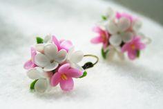 He encontrado este interesante anuncio de Etsy en https://www.etsy.com/es/listing/228721954/lilac-earrings-lilac-jewelry-flower
