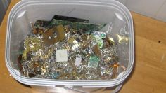 How-To: Recover Gold from Old Electronics Metal Detectors For Kids, Whites Metal Detectors, Diy Schmuck, Schmuck Design, Electronic Scrap, Electronic Recycling, Electronic Engineering, Metal Detecting Tips, Scrap Gold