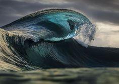 Впечатляющие волны острова Таити от фотографа-смельчака Бен Туар (Ben Thouard)