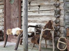 Ulkokalusteiden taljat hankittiin muutama vuosi sitten lammastilalta Ilomatsista, 60 e/kpl.