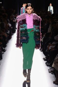 Runway / Hermès / Paris / Herbst 2017 / Kollektionen / Fashion Shows / Vogue Ivy Fashion, Fashion 2018, Fashion Week, I Love Fashion, Runway Fashion, Fashion Show, Autumn Fashion, Fashion Outfits, Fashion Trends