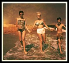 monroe,marilynmonroe-Marilyn, Ellen and Bobby Miller in 1957 at Long Island 🏝🏖 marilyn monroe marilynmonroe marilynmonroefans queen hollywood Long Island, Island Beach, Island 2, Norma Jean Marilyn Monroe, Step Kids, Step Children, Actrices Hollywood, Norma Jeane, Bikini Pictures