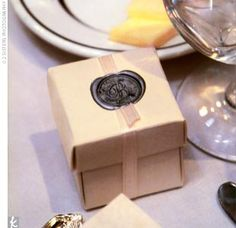 At their seats, guests found ivory boxes filled with snowflake-shaped chocolates, wrapped with a platinum ribbon and a wax seal.
