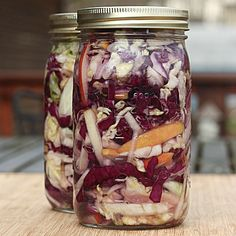 Fermented foods, such as sauerkraut, are healthy for everyone, but the high concentration of natural probiotics they contain makes them particularly beneficial for people who have issues with their digestion. Fermented Sauerkraut, Homemade Sauerkraut, Sauerkraut Recipes, Fermented Cabbage, Probiotic Foods, Fermented Foods, Raw Food Recipes, Cooking Recipes, Healthy Recipes