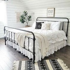 Are you looking for pictures for farmhouse bedroom? Browse around this site for amazing farmhouse bedroom ideas. This farmhouse bedroom ideas seems to be entirely fantastic. Casa Magnolia, Magnolia Homes, Magnolia Farms, Modern Farmhouse Bedroom, White Farmhouse, Farmhouse Decor, Farmhouse Design, Farmhouse Style, Decorating Rooms