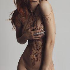 """10k Likes, 159 Comments - The Art of Mehndi&Erotic Henna (@ginkas_arts) on Instagram: """"Рубрика #ПопаДня от #GINKASEROTIC открывает сезон весенних оголений! Как люблю я, после перерыва…"""""""