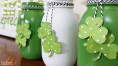 Our easy mason jar craft ideas shall teach you all the interesting mason jar decoration ideas for your home. Delve into the snazziest mason jar crafts and décor tips. Mason Jar Projects, Mason Jar Crafts, Mason Jar Diy, Diy Projects, Deco St Patrick, Sant Patrick, St Patrick's Day Decorations, Diy Hanging Shelves, Painted Mason Jars