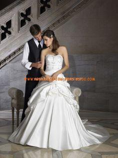 Luxuriöse klassische Brautmode aus Satin Ruffle auf Ballrock mit Schleppe und Korsage