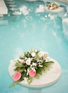 Poolside parties pool decorations decoration and modern for Dekorasi pool party
