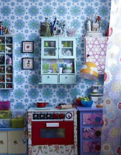 "play kitchen and pattern crazy equals ""I wish I were 3' 9"" again cuz this kitchen's off the hook!"""