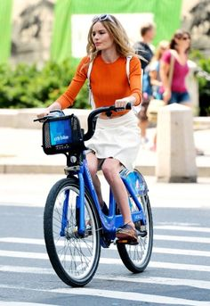 Fashion plate                         Kate Bosworth                         might be on a photoshoot in Manhattan in this picture, but makin...