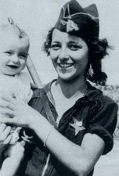 Miliciana Republicana con su hijo. Guerra civil española