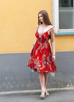 Summer Dresses, Design, Fashion, Red Silk Dress, Red Gown Dress, Classic Dresses, Skinny Girls, Woman Clothing, Fashion Women