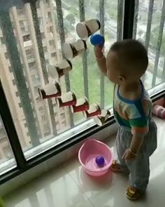 The best Easy Activities for Kids at home. Cheap and easy to set up indoor activities using common household items and/or recycled materials Toddler Learning Activities, Indoor Activities For Kids, Baby Learning, Infant Activities, Preschool Activities, Educational Activities, 10 Month Old Baby Activities, Montessori Toddler, Day Care Activities
