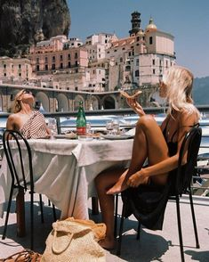 summer aesthetic 5 Ways To Travel With A Budget This Summer - Ways To Travel, Places To Travel, Travel Destinations, European Summer, Italian Summer, European Travel, Summer Aesthetic, Travel Aesthetic, Aesthetic Girl