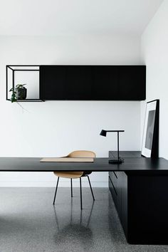 Dramatic home featuring black on black materials - STYLE CURATOR - Black on bla. - Dramatic home featuring black on black materials – STYLE CURATOR – Black on black: A sleek and dramatic home tour. Modern and minimalist home office – - Interior Design Minimalist, Minimalist Office, Office Interior Design, Home Office Decor, Office Interiors, Home Decor, Gray Interior, Office Ideas, Medical Office Interior