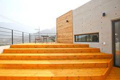 우리가족에게 전원주택이란, : 모던스타일 발코니, 베란다 & 테라스 by 한글주택(주)
