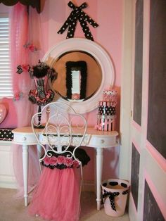 Love this for a lil girl.Sweet little vanity area to play dress up or paint her nails...