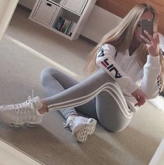 Image in Selfie of Mirror (fashion) collection by ♛Queen Svetlan Luar♛ - Top-Trends Teen Fashion Outfits, Mode Outfits, Sport Outfits, Summer Outfits, Girl Outfits, Cute Casual Outfits, Stylish Outfits, Mädchen In Leggings, Mode Adidas