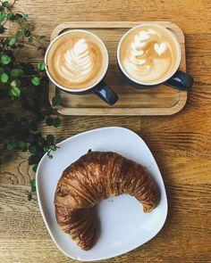 Cappuccino Latte Art und Croissant Frühstück @happykitchenstories The Breakfast Club, Perfect Breakfast, Latte, Kitchen Stories, Croissants, Coffee, Instagram, Food, Pictures