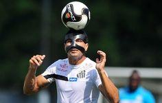 """""""Com ou sem"""" máscara, Renato espera voltar ao Santos contra o São Bento  http://santosjogafutebolarte.comunidades.net/seu-placar-de-santos-x-sao-bento"""