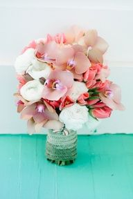 gorgeous pink and peach bouquet!!!! photo by dearwesleyann.com