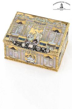 A mother-of-pearl and diamond gold snuff box of museum quality Case: 22k gold…