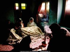 Steve McCurry 2002(Women Quilting, Kashmir, Índia)
