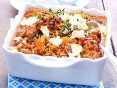 Our popular recipe for Greek minced pasta bake with feta and over other free recipes LECKER. Greek Recipes, Meat Recipes, Slow Cooker Recipes, Healthy Recipes, Healthy Eating Tips, Healthy Nutrition, Good Food, Yummy Food, Cooking Dishes