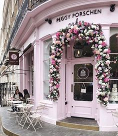 shop fronts in pink Super capture by prettycitylondon . enjoy it! Art Café, Peggy Porschen Cakes, Cafe Exterior, Cute Cafe, Shop Fronts, Everything Pink, Cafe Design, Pretty In Pink, Places To Go