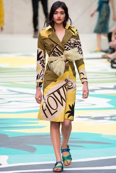 See all the Collection photos from Burberry Prorsum Spring/Summer 2015 Ready-To-Wear now on British Vogue 2015 Fashion Trends, 2015 Trends, Fashion Week, Look Fashion, New Fashion, Fashion Show, Fashion Design, Floral Fashion, Fall Fashion
