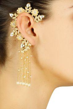 Chandelier Clip On Earrings . Chandelier Clip On Earrings . the Perfect Chandelier Earrings Indian Jewelry Earrings, Jewelry Design Earrings, Gold Earrings Designs, Ear Jewelry, Designer Earrings, Fashion Earrings, Jewelry Accessories, Fashion Jewelry, Gold Jewelry