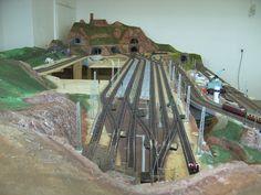 Modellbau Weber N Scale Model Trains, Model Train Layouts, Scale Models, Train Journey, Ho Scale, Model Homes, Diorama, Planer, Houses