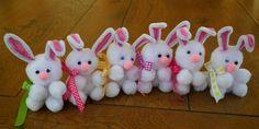 Bricolage de Pâques - Lapins en pompons et fils chenille