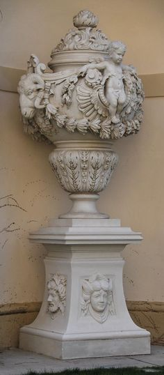 Вазы из парка дворца Лихтенштейн, Вена - Орнамент и стиль в ДПИ