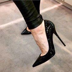 Los tacones pies y piernas mas sexys de la red. The most very Sexy Feet, Legs, Heels and Shoes around the web. Sexy High Heels, High Heels Boots, Heeled Boots, Shoes Heels, Black Heels, Patent High Heels, Black High Heel Pumps, Strap Heels, Ankle Strap