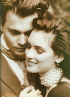 Look how happy he is here! Johnny Depp & Winona Ryder by Herb Ritts Hollywood Couples, Celebrity Couples, Karl Lagerfeld, Johnny Depp Winona Ryder, Winona Ryder Now, Divas, Winona Forever, Johny Depp, Famous Couples
