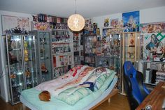Now this is an otaku's room!!